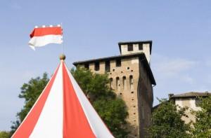 Il castello di Pozzolo Formigaro con tenda medioevale.