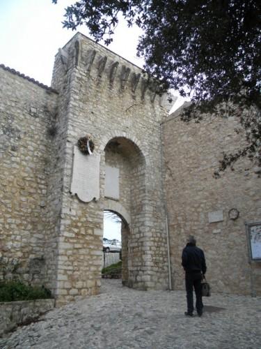 Campello sul Clitunno -  INGRESSO  AL  CASTELLO