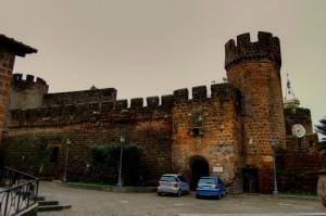 il castello sotto un cielo grigio