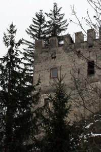 veduta laterale di castel Tasso