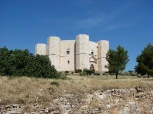 Alle pendici del castello di Federico