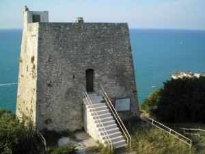 …torre d'avvistamento…il trabucco…il mare…