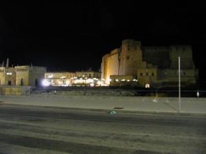 Castel dell'Ovo . notturno d'insieme