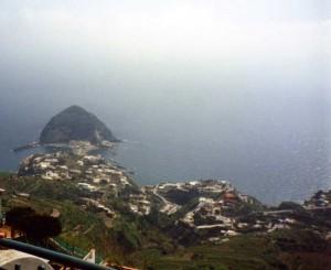 dalla terrazza alle falde dell'Epomeo verso il villaggio a mare di sant'Angelo