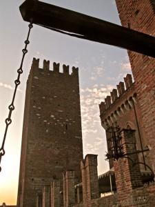 Cuori antichi incorniciano il castello
