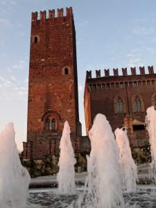 Si fa sera… ecco la danza acquatica per il castello