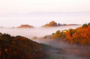 Salendo verso il Passo del Giogo… l'autunno nel Mugello coperto dalla nebbia