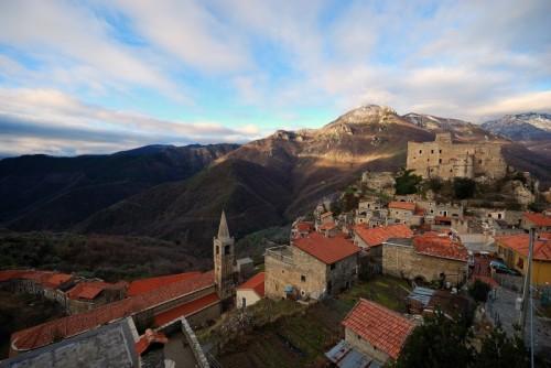 Castelvecchio di Rocca Barbena - Ultima luce prima della pioggia