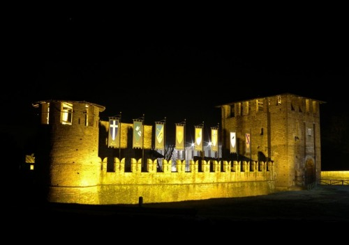 Legnano - Castello di Legnano by night (2)
