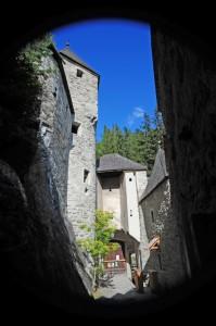 IL CASTELLO DI CAMPO TURES dentro le mura