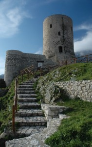 La scalinata che conduce alla torre