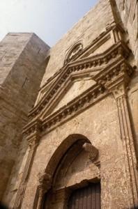 castel del monte-particolare della porta d'accesso
