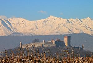 Castello di Pavone visto da est