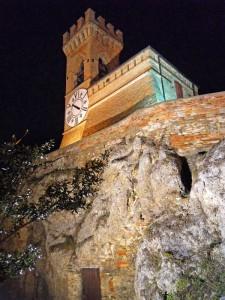 Brisighella, la Torre dell'Orologio in notturna