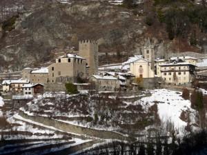 Un piccolo paese con due castelli