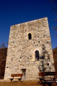 Una torre nel blu