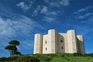 aleggia lo spirito dell'imperatore Svevo Federico II a Castel del Monte