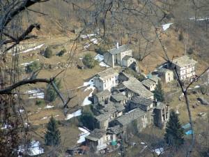Una chiesetta,4 case e un abitante solo.Fr. Raie