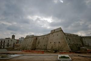 il castello Angioino a pianta stellare a Mola di Bari