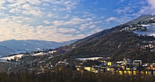 Toano - Alba ai piedi dei monti tra Reggio Emilia e Modena