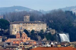 Castello e la sua cascata a Isola Del Liri