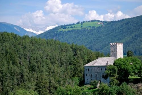 Brunico - alle spalle di Castel Lamberto = il ghiaccio della Valle Aurina