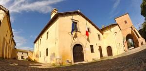 santa severa:interni del castello e porta d'ingresso