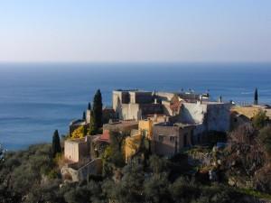 antiche case sulla collina di Varigotti