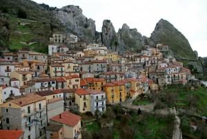 nelle viscere della roccia ecco Castelmezzano