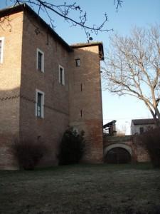 Un lato del castello di Lomello