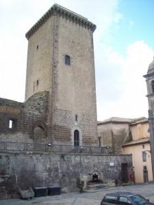 La torre Monaldeschi e i resti della rocca