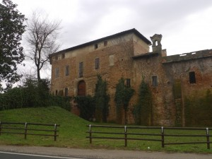 Il castello di Fombio lungo il vecchio percorso della via Emilia