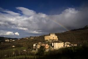 Panorama di Castel di Luco con Arcobaleno