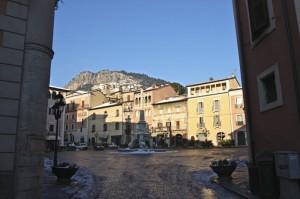 Piazza Obelisco e il paese vecchio