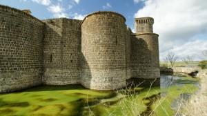 il fossato del castello di Vulci
