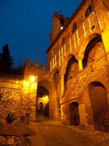 Il castello di Suvereto all'imbrunire