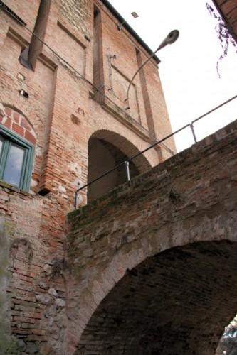 Scandiano - Ponte e porta