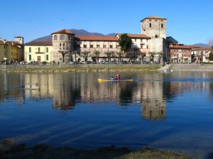 In canoa davanti al castello