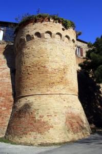 Torrione delle mura di Fiorenzuola di Focara
