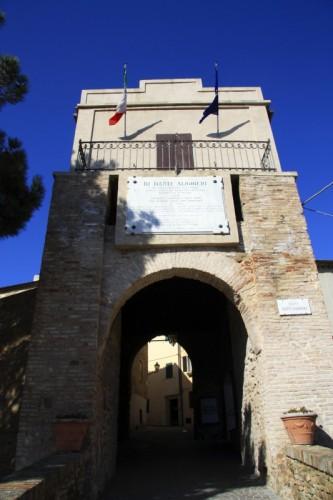 Pesaro - Porta di accesso al Borgo di Fiorenzuola di Focara