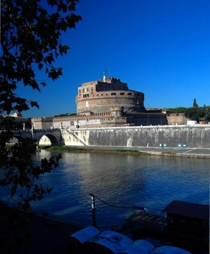 Roma - Sguardo dal lungotevere Tor di Nona