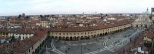 Ampio panorama sulla città e su Piazza Ducale
