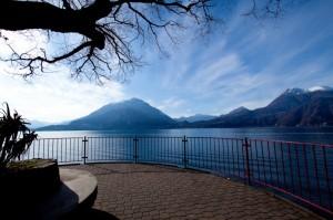 piazzola sulla passeggiata a lago