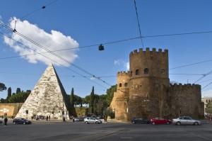 Porta San Paolo e la piramide Cestia
