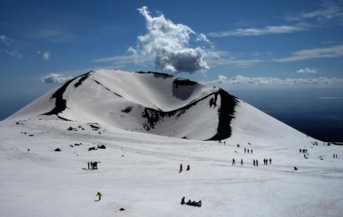 Nicolosi - Nuvoletta fantozziana sul cratere