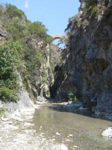 """Il """"ponte del diavolo"""" sul fiume Raganello"""