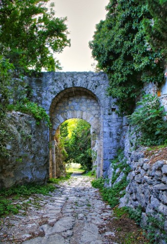 Manciano - Saturnia: Porta Romana e la Via Clodia