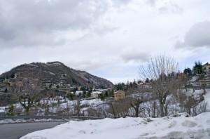 Il paese di Crocefieschi, dopo una nevicata.