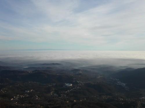 Mosso - Dalla Panoramica Zegna: Mosso e pianura padana sotto un mare di nebbia