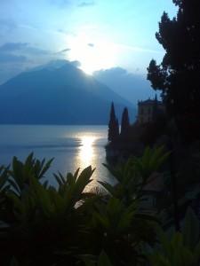 sul lago al tramonto
